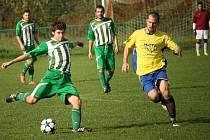 Fotbalisté Částkova (v pruhovaném) doma nestačili na Mařatice, kterým podlehli 1:3.