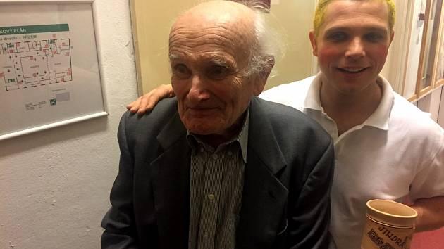 Herec David Vaculík (vpravo) s Jindrou Hojerem.