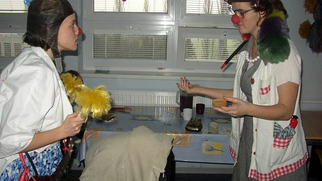 Scénky zdravotních sester Sádry a Prkno vyvolaly u pacientů salvy smíchu.
