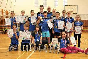 Pětatřicet pohárů za vítězství a nespočet medailí posbírali v sezoně na jednotlivých turnajích mladí badmintonisté Kunovic.