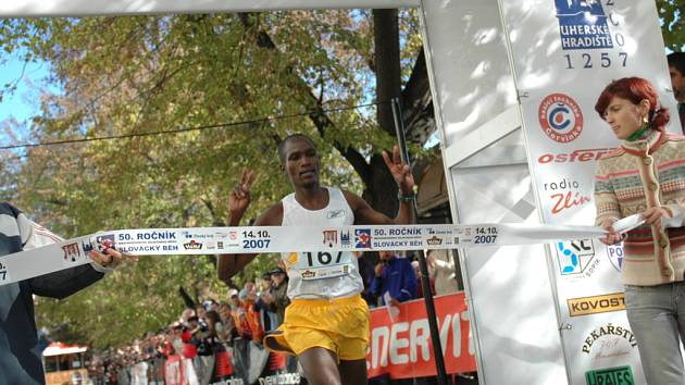 Jubilejní Slovácký běh byl součástí víkendových oslav 750 let Uherského Hradiště. Vítězem závodu, který začínal i končil v centru města, se stal keňský vytrvalec Jonathan Koilegi.