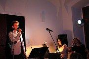 Herci Slováckého divadla zpívali šansony už například v Café 21 v Uherském Hradišti.