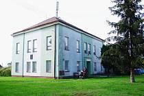 Objekt, ve kterém kdysi sídlila škola, bude po opravách sloužit topolenským spolkům i jako zázemí pro sportovce.