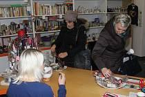 Dobročinný bazar, který uspořádaly Dobročinný obchod Naděje a Cafe 21 v Uherském Hradišti vynesl 35 500 korun, což je o patnáct tisíc víc než v loňském roce.