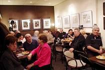 Na dvě desítky výtvarných děl předsedy Sdružení výtvarných umělců moravsko-slovenského pomezí (SVUMSP) Milana Boudy, jsou od 23. ledna až do 12. února k vidění v uherskobrodském Cafe Clubu.