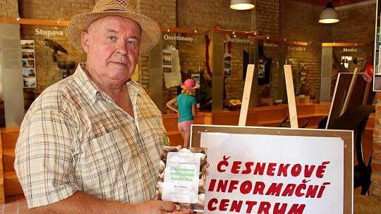 Miloslav Hrdý je iniciátorem Festivalu česneku vBuchlovicích.