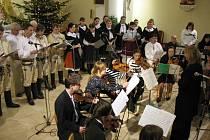 Ve straňanském kostele se sešlo přes sto zpěváků a muzikantů.
