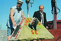 V pondělním díle pořadu V zajetí železné opony promluví i skupinka lidí, kteří v roce 2000 položili před dům Aloise Grebeníčka pomník.
