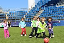 Celkem devět školek se ve středu 24. září třídy zapojilo do sportovního dne, který pro ně v rámci projektu Září – měsíc náborů připravila Fotbalová asociace ČR.