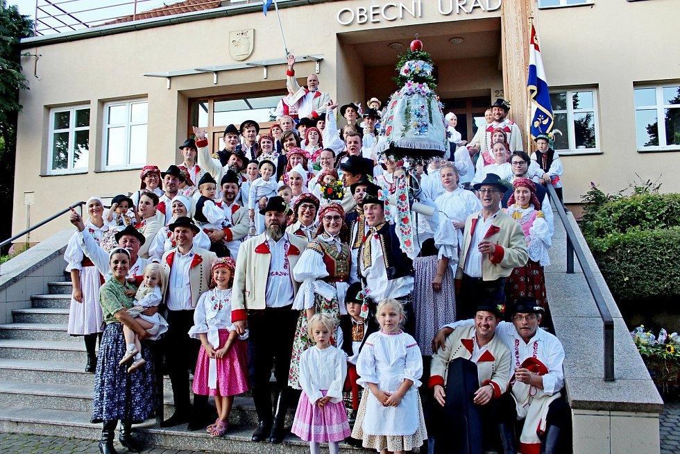 Vulicích poutního Velehradu se v sobotu tancovalo, zpívalo, hrálo a veselilo. Konaly se tam hody.