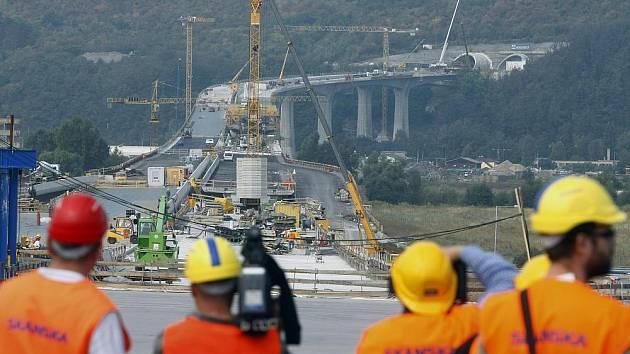 Stavba okruhu. Snímek je z 18. září 2009