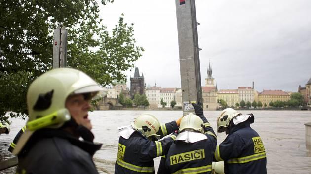 Hasiči pomáhají při povodních