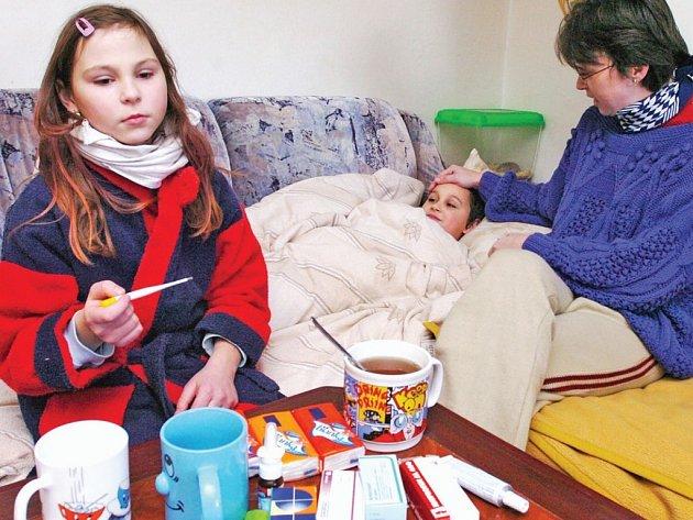Začíná to jako chřipka, pak však pneumokok rychle zaútočí. Nejohroženější skupinou jsou senioři a malé děti.