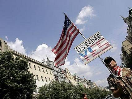 Demonstarce na podporu politiky George Bushe.