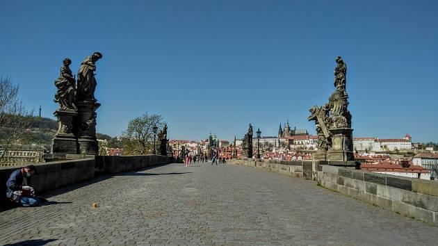 Karanténa vyprázdnila centrum metropole. Karlův most.