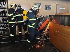 Požár barového pultu v restauraci v Horoměřické ulici v pražských Dejvicích.