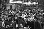 Manifestace smíchovského lidu k 33. výročí Velké říjnové socialistické revoluce na Arbesově náměstí dne 4. 11. 1950.