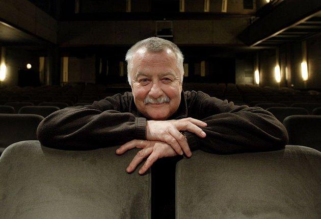 SPOKOJENÝ HOLIČ. Herec Ladislav Potměšil se v Divadle Kalich cítí velmi dobře.