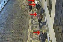 Útěk sparťanských násilníků, kteří v Praze napadli fanoušky Bohemians.