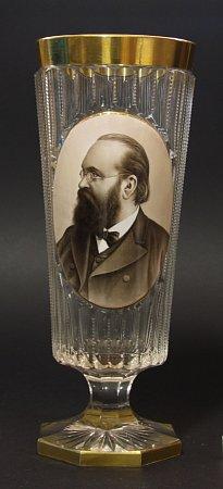 Skleněný pohár svyobrazením B. Jiruše.