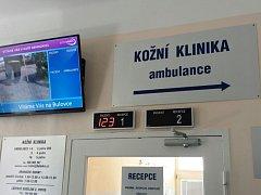 Vyvolávací systém v Nemocnici Na Bulovce v Praze.