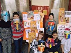 Programy pro děti připravují některé městské části v rámci oslav 700 let od narození římského císaře a českého krále Karla IV. Svůj projekt mají i v ZŠ Brána jazyků.