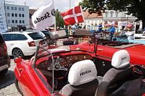Ve středu se všechna auta sešla na hollabrunnském náměstí, kde si je všichni návštěvníci mohli prohlédnout. Majitelé byli velmi přátelští a popsali detaily svých aut.