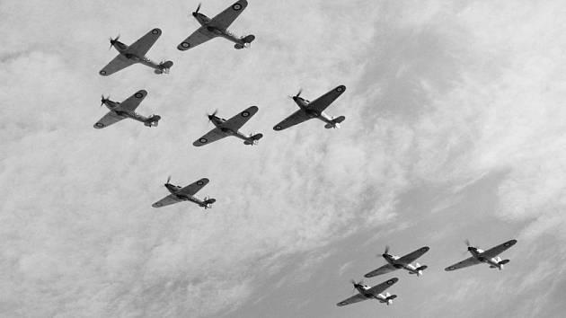 Letadla Hawker Huricane 85. squadrony RAF v říjnu 1940.