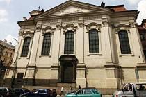 ZDE ZAHYNULI STATEČNÍ VÝSADKÁŘI. V kryptě pravoslavného chrámu Cyrila a Metoděje v pražské Resslově ulici se ukrývali více než tři týdny. Kdbyli prozrazeni, po těžkých bojích dobrovolně ukončili svůj život.yž