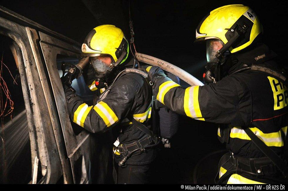 Požár v Hostivaři. Foto: Hasiči Praha