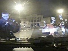 Opilý řidič způsobil dopravní nehodu v Praze 1. Zastavila ho až hrozba služební zbraní.