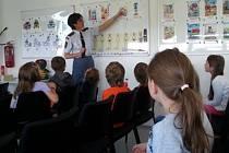 Hasiči děti poučili nejen o prevenci vzniku požárů.