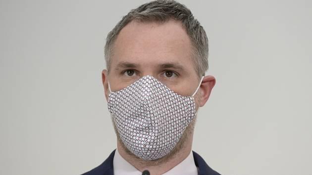 Primátor Zdeněk Hřib (Piráti) vystoupil 15. května 2020 v Praze na tiskové konferenci po jednání pražského krizového štábu ke koronaviru.