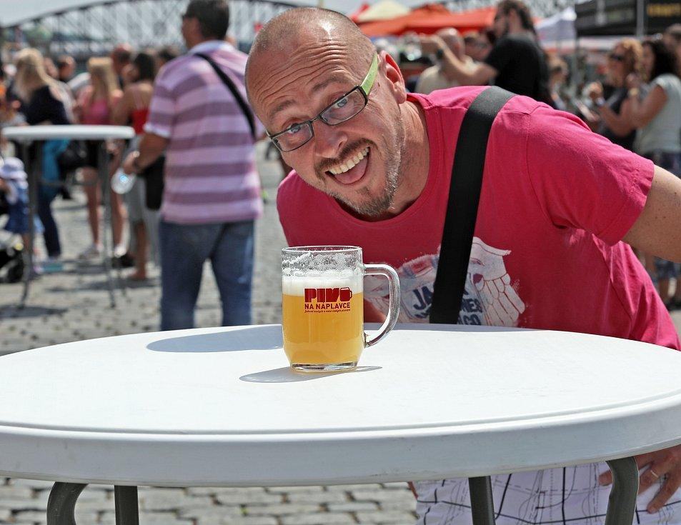Pivo na Náplavce. Pivní festival malých a středních pivovarů.