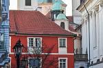 Prázdné ulice Prahy a lidé s rouškami 18. března 2020. Karlova ulice v době karantény.