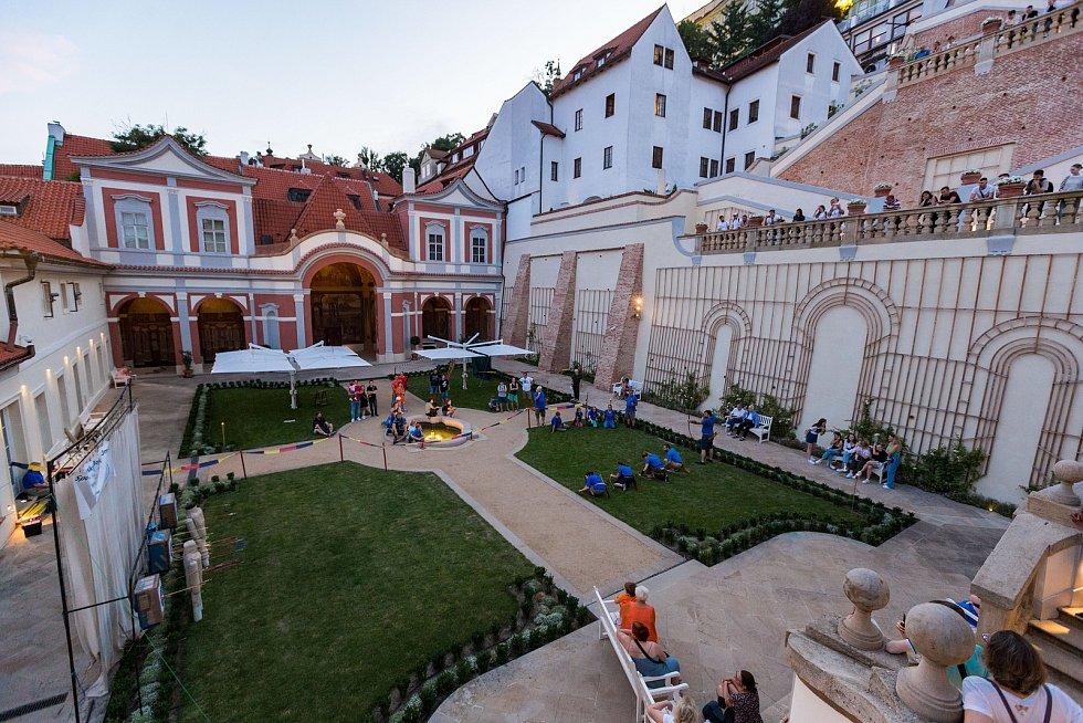 Tradiční Hradozámecká noc v Zahradách pod Pražským hradem