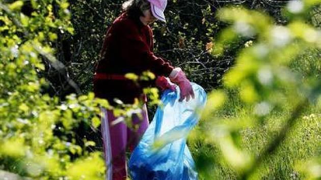 20.4. 2007 proběhl společný úklid Modřanské rokle v rámci Dne Země.