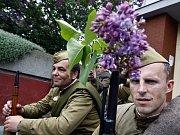 Lidé si při oslavách výročí osvobození republiky prohlédli vojenská historická vozidla
