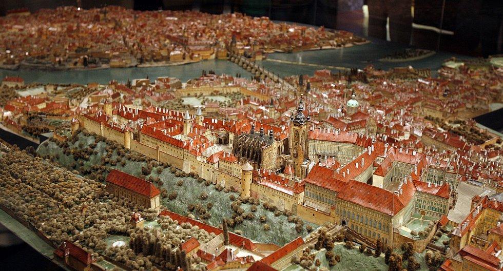 Langweilův model.  Model Prahy z papírové lepenky je  jedinečným dokladem podoby Starého Města, Malé Strany a Pražského hradu před přestavbou Prahy na konci 19. a počátku 20. století.
