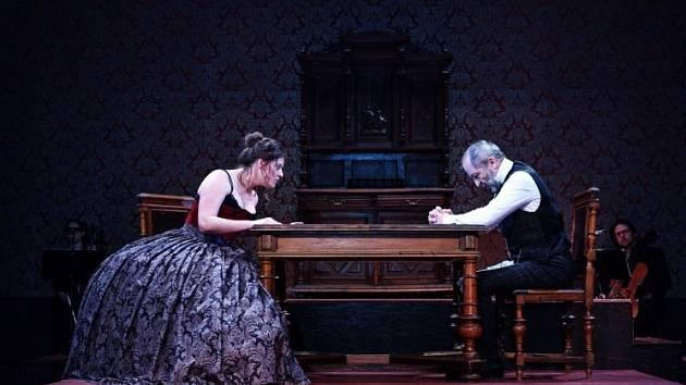 Švandovo divadlo na Smíchově ve středu večer uvádí hru Lady Macbeth z Újezdu.