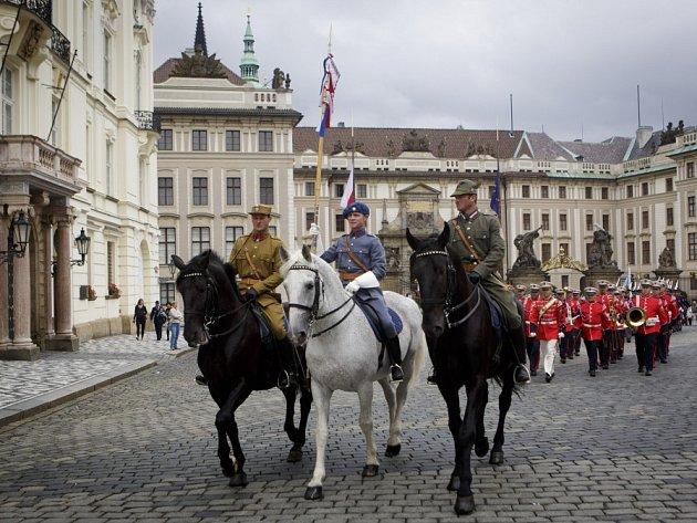 Hradní stráž oslavila 26. června na Pražském hradě Den ozbrojených sil.