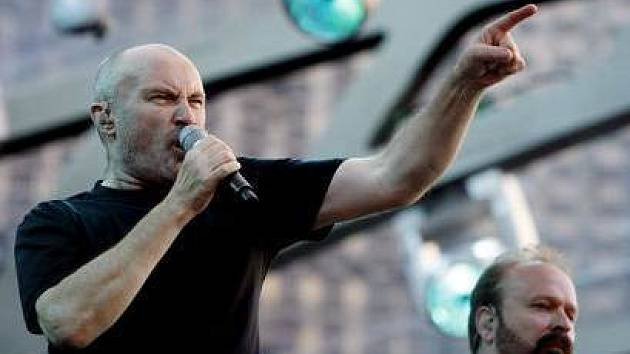 Britský zpěvák Phil Collins vystoupil 20. června 2007 spolu s kapelou Genesis v pražských Vysočanech.