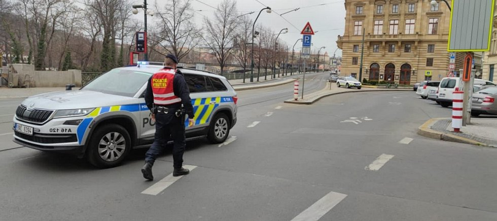 Ve Vltavě u Žofína byl nalezen minometný granát, okolí policisté uzavřeli.