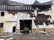 Budova bývalého trampolínového centra po uhašení požáru.