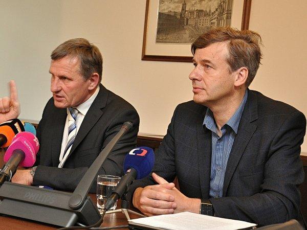 Poškozování věřitele, hanebnosti, nelidské zacházení. Tak senátor Jiří Čunek včera přiblížil svůj pohled na dění kolem dědictví po zkrachované společnosti H-System.
