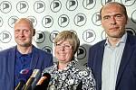 Pirátský volební štáb kandidátů do Senátu. Zleva Lukáš  Wagenknecht, Eva Tylová a Libor Michálek.