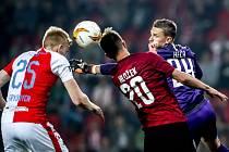 Zápas semifinále poháru MOL Cup mezi Slavia Praha a Sparta Praha hraný 24. dubna v Praze. Heča, Hložek, Frydrych