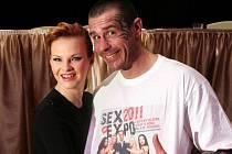 Tisková konference k erotickému veletrhu Sex Expo 2011 se konala ve čtvrtek 8. prosince 2011 v P.M. Clubu v Praze 1. Na fotografii je moderátor celého veletrhu Robert Rosenberg.