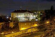 Richterova vila ukrývá restauraci Piano Nobile.