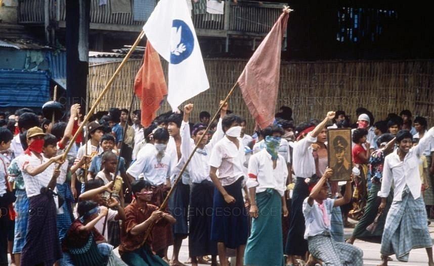 Protesty v Barmě v roce 1988 proti totalitární vládě.